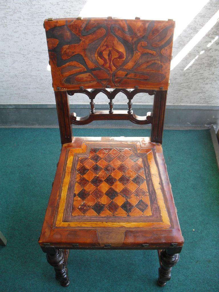 Starožitná židle, nově potažená